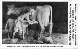 640px-Postcard_of_John_K._Daniels's_butter_sculpture_of_a_boy,_cow,_and_calf,_Iowa_State_Fair,_1904
