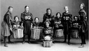 320px-Smith-College-Class-1902-basketball-team